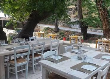 outdoor-tables